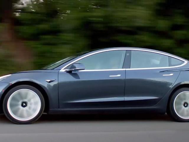 """Nur jedes vierte Auto sei ohne Mängel - Wegen """"Service-Hölle"""": Autovermieter storniert alle Bestellungen für Tesla Model 3"""
