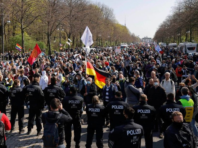 """""""Querdenker""""-Proteste könnten neuen Aufwind bekommen und aggressiver werden"""