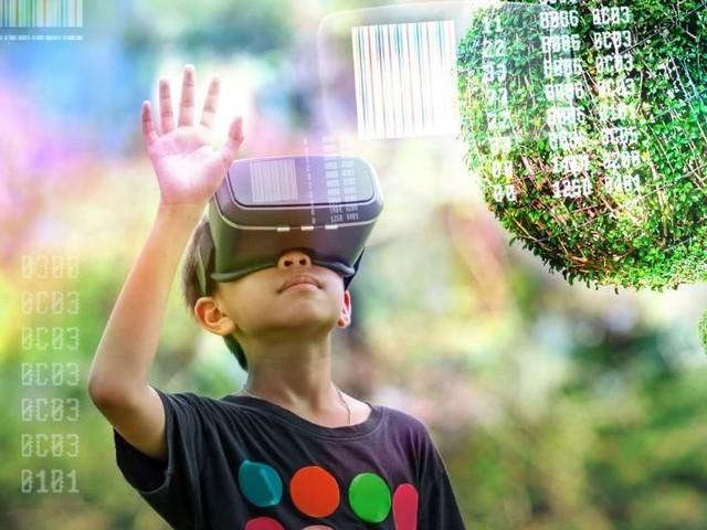Lernen mit Virtual-Reality-Brille: Wie viel Potenzial steckt in der Technik?