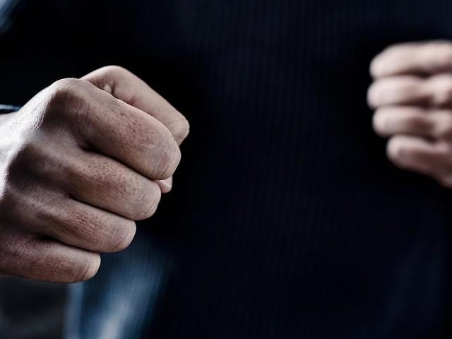 Überfall in Dortmund - Dieb überfällt Mann und holt zum Schlag aus - doch er ahnt nicht, wer sein Opfer ist