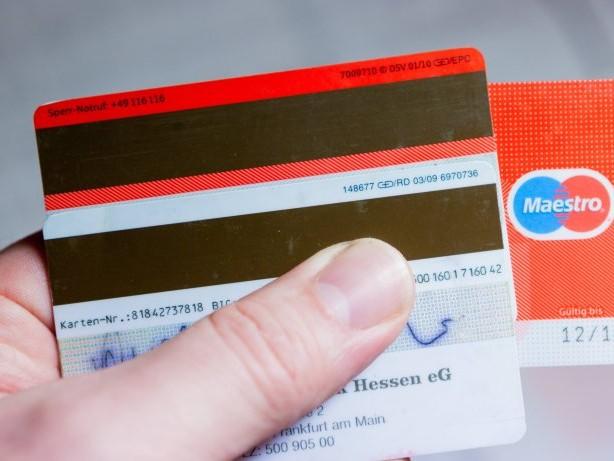 Bezahlen: Bankkarten: Darum verschwindet bald der Magnetstreifen