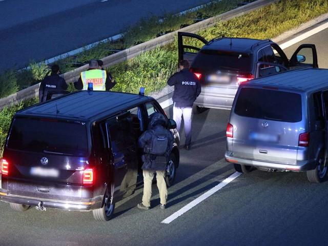 A9 zwischen Hilpoltstein und Greding: Festnahme nach mutmaßlicher Geiselnahme in Reisebus