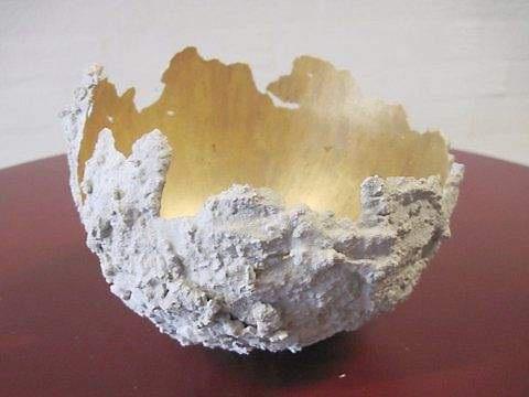 Forårsudstilling med beton og guld