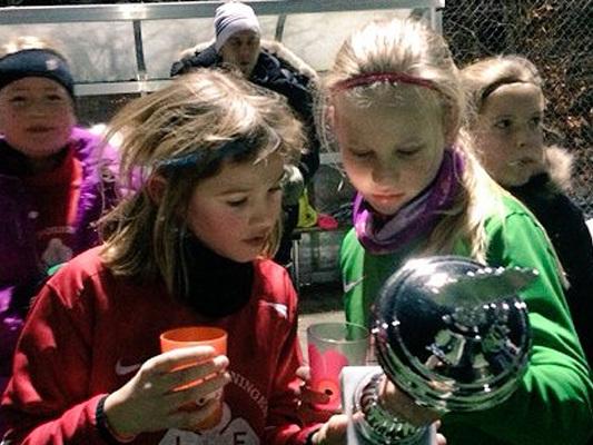 100 piger til fed fodboldfredag i frostvejr
