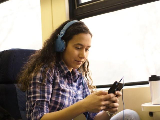 6 podcasts à écouter sur la route des vacances