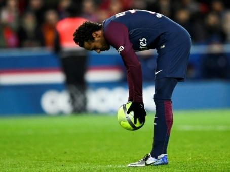 """PSG: les sifflets contre Neymar, """"je trouve ça un peu ingrat de la part des supporters"""", a dit Meunier"""