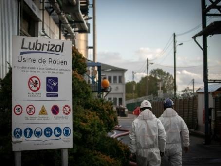 Incendie de Rouen: l'enquête s'élargit, l'inquiétude demeure