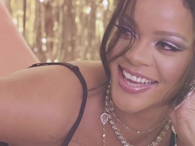 Rihanna : Torride dans sa nouvelle campagne Fenty x Savage