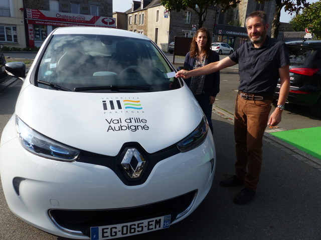 A Sens-de-Bretagne, on peut louer une voiture électrique publique