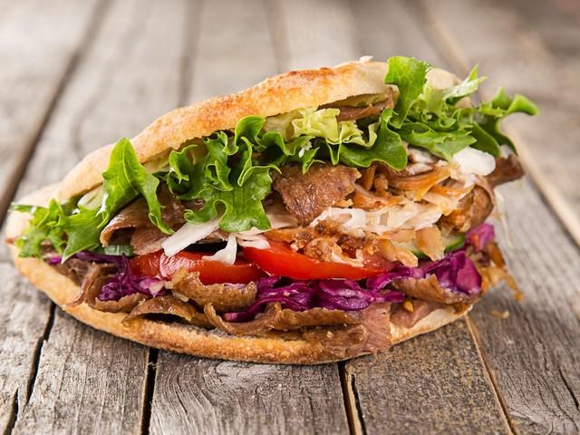 Le kebab, une bombe calorique, avec ou sans salade, tomate, oignon