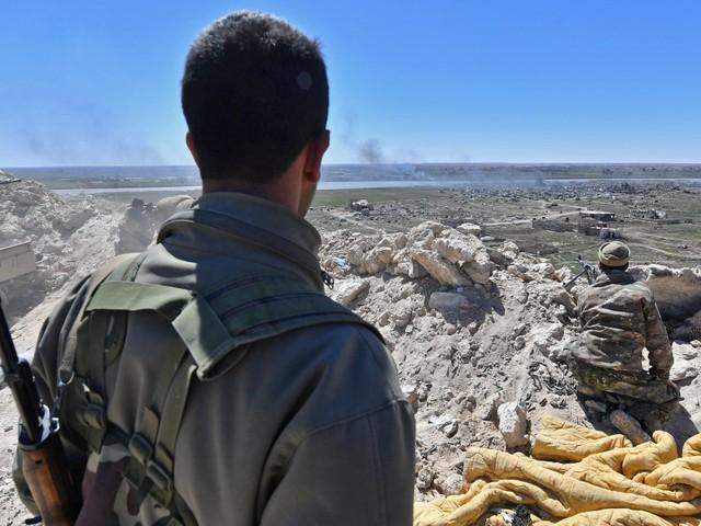 Les derniers djihadistes du groupe État islamique acculés au bord de l'Euphrate