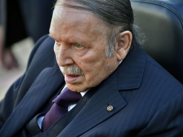 Présidentielle en Algérie: Abdelaziz Bouteflika retire sa candidature et reporte les élections