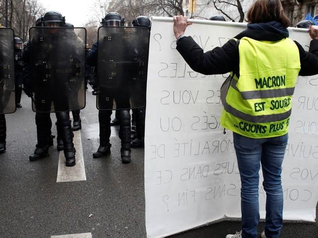 Gilets jaunes: 15 interpellations en marge d'une manifestation à Paris