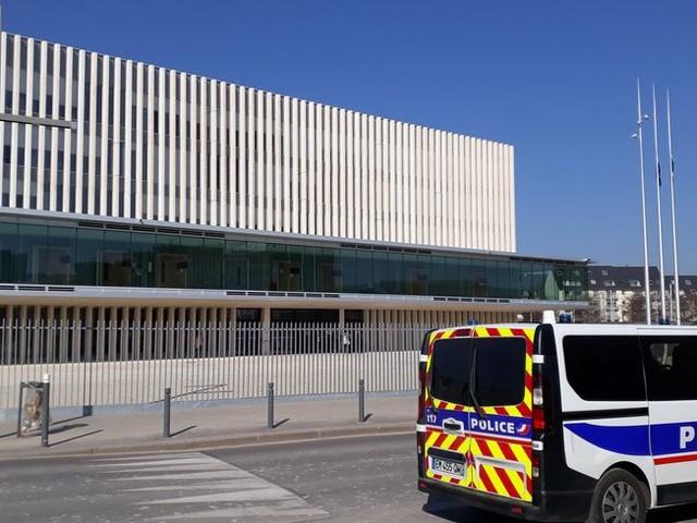 """""""Un jour mon fils m'a dit qu'il avait débouché les toilettes avec de l'eau bénite"""" - témoignage au procès NDML à Caen"""