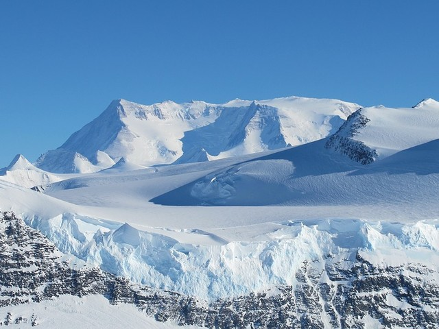 En Antarctique, un ballon a découvert d'étranges signaux qui pourraient changer notre compréhension de la physique