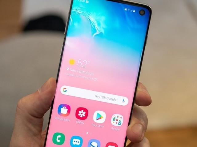 Bon Plan Samsung Galaxy S10e : Près de 280 euros de réduction sur le smartphone compact