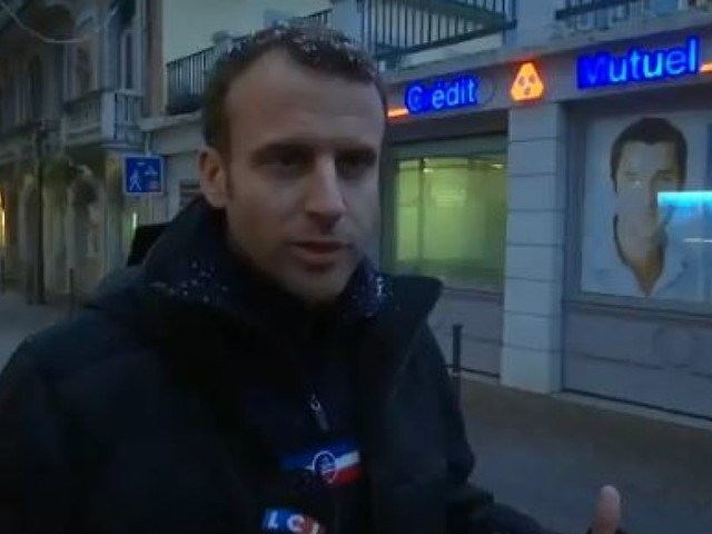 Sous la neige dans les Pyrénées, Emmanuel Macron confirme sa volonté de renforcer le contrôle des chômeurs