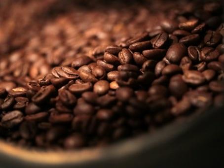 Importation de café contrefait: procès requis pour six anciens hauts responsables des douanes
