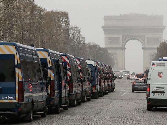 Gilets jaunes: la sécurité drastique sur les Champs-Élysées a dissuadé les manifestants