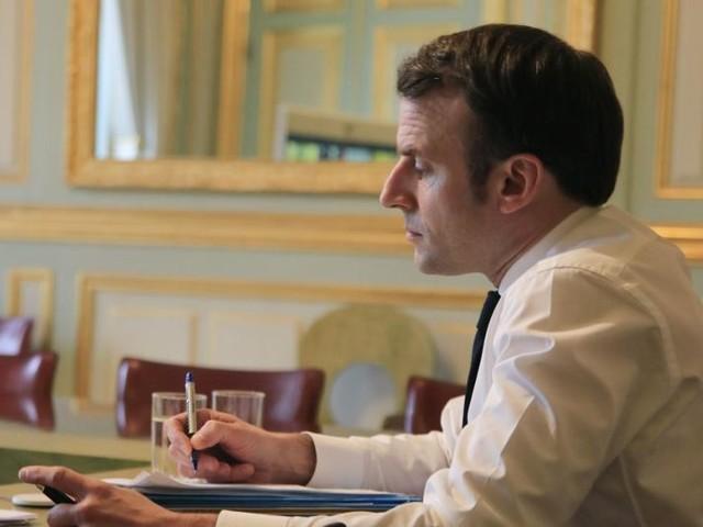 Coronavirus : Macron en visite dans une usine de masques du Maine-et-Loire