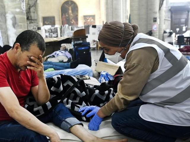 Fin de la grève de la faim des sans-papiers de l'église du Béguinage à Bruxelles