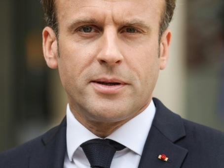 Macron renoue avec la tradition en invitant la presse à l'Elysée