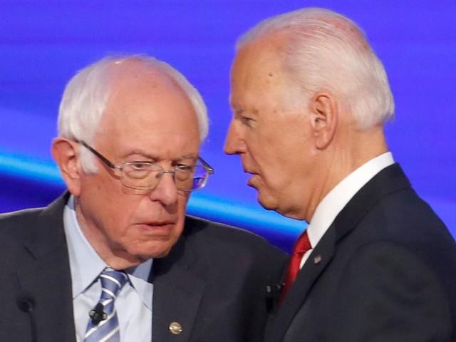 Entre Bernie Sanders et Joe Biden, l'écart se ressert et le ton monte
