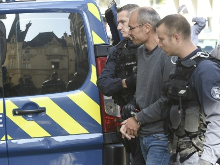 Condamné pour saccage au G8 de Gênes, Vecchi obtient un sursis devant la justice française