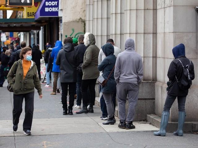De riches New-Yorkais payent pour qu'on attende à leur place dans les files d'attente de tests Covid