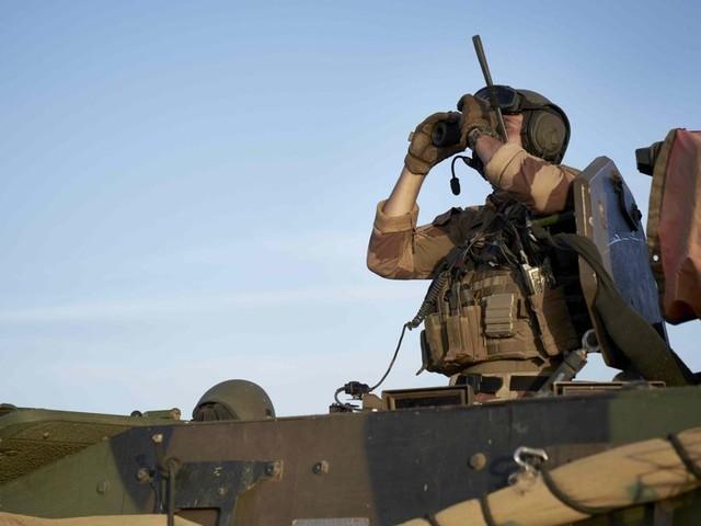 """L'armée """"indignée"""" par des dessins de Charlie Hebdo sur les soldats tués au Mali"""