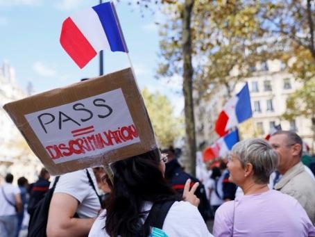 """Dixième samedi de manifestations des """"réfractaires"""" à la vaccination et anti-pass sanitaire"""