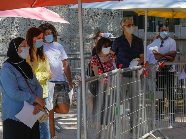 Les cas de coronavirus en France augmentent plus vite que le nombre de tests réalisés