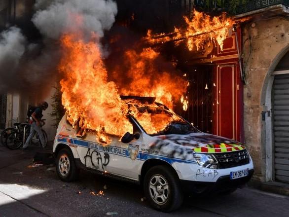 Les Gilets jaunes manifestent en France pour l'acte 43, premiers heurts – vidéo