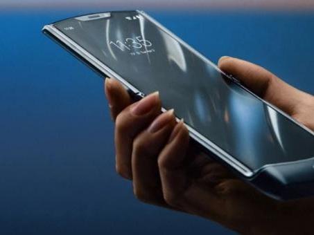 Motorola RAZR : un smartphone pliable, compact et avec un deuxième écran : fiche technique et prix
