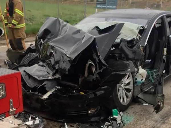 Tesla : des voitures qui accélèrent brusquement d'elles-mêmes