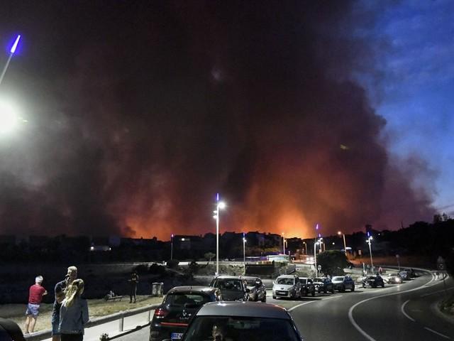 Incendies autour de Martigues: 2700 personnes évacuées