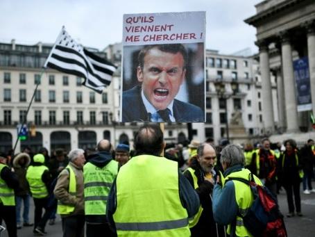 Retraites: manifestations et transports toujours perturbés au 24e jour de grève