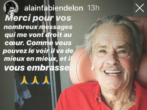 """Un fils d'Alain Delon publie une photo """"rassurante"""" de son père"""