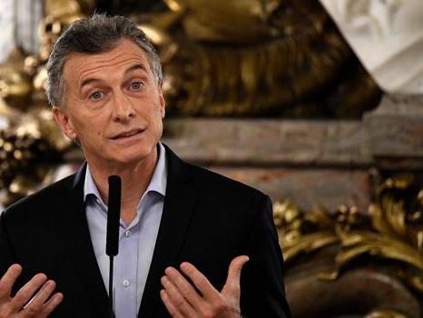 Argentine: Macri à New York pour rassurer, grève générale mardi