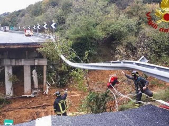 Effondrement d'un pont autoroutier près de Savone en raison des pluies (photos + vidéo)