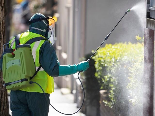 Désinfecter les rues contre le coronavirus? Inutile, pour le Haut conseil de la santé
