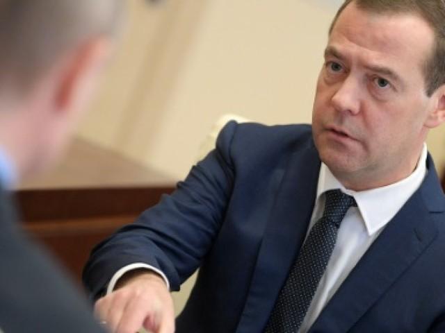 """Sanctions: la Russie dénonce une """"guerre économique"""" lancée par Washington"""