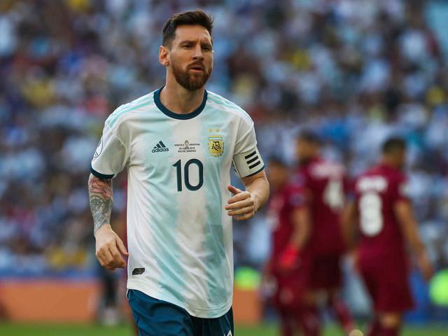 Le Roi Pelé et Messi dans la même équipe, souffrances garanties pour la défense
