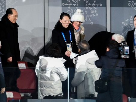 Coronavirus: la Corée du Nord renonce aux JO, quelques allègements en Europe