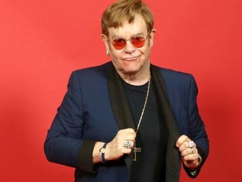 Elton John reporte d'un an et demi ses concerts à Paris car il doit se faire opérer