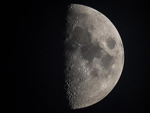Des millions de tonnes d'eau repérées sur la Lune: pourquoi cette découverte est-elle CAPITALE?