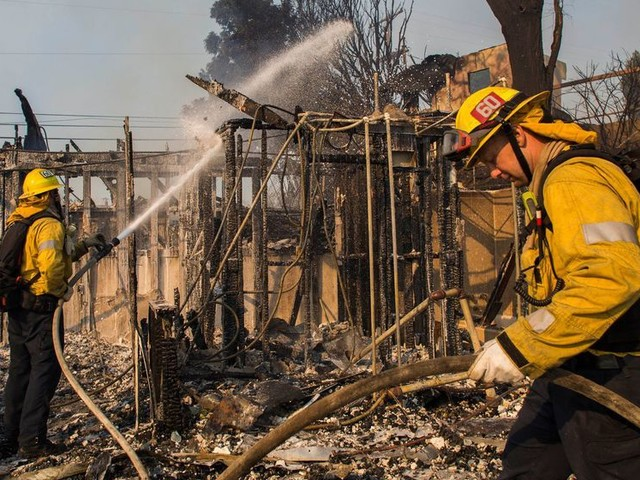 Incendies en Californie : les quartiers chics de Los Angeles touchés, des stars évacuées