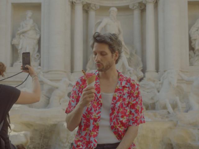 """A voir : Le Noiseur revisite """"Week-end à Rome"""" dans une version (dé)-connectée"""