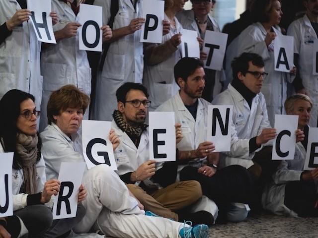 """""""A l'hôpital, on nous paie le plus bas possible"""" : les chiffres qui montrent que les infirmiers sont sous payés"""