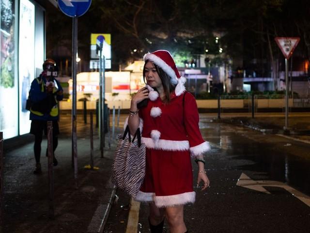 """Noël à Hong Kong: pour le pouvoir """" les festivités de Noël"""" ont été gâchées par les émeutiers"""
